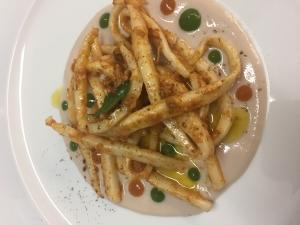 Spaghetti di seppia e ricci di mare